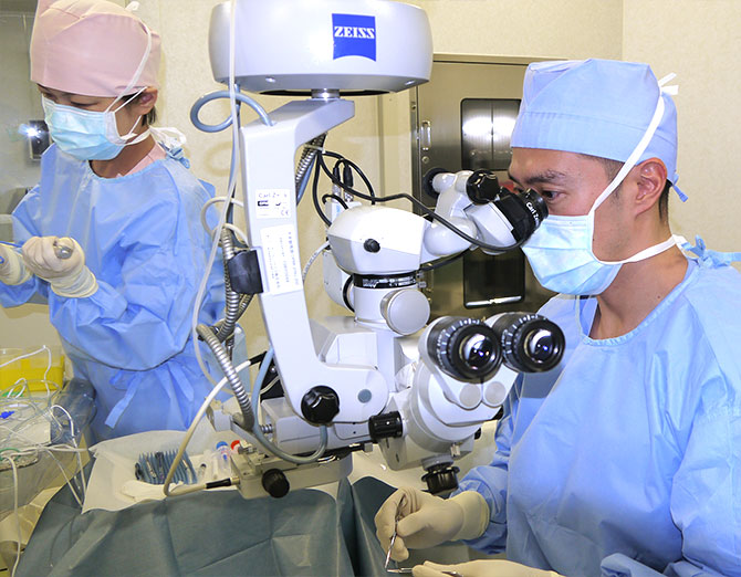 多焦点眼内レンズを用いた白内障手術の様子